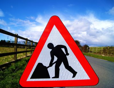 Men at work temporary traffic sign